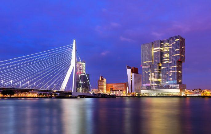 Rotterdam_nacht_shutterstock_259405577