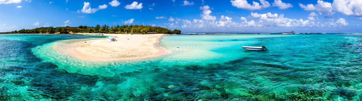Mauritius Beach Reef Majestic Scenics iStock_000064252115_Medium-2
