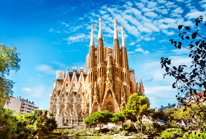 Sagrada Familia Cathedral in Barcelona iStock_000069446845_Large-2