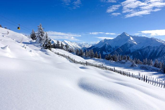 winter-landscape-with-gondola-steiermark-osterreich-austria-shutterstock_241947076-2