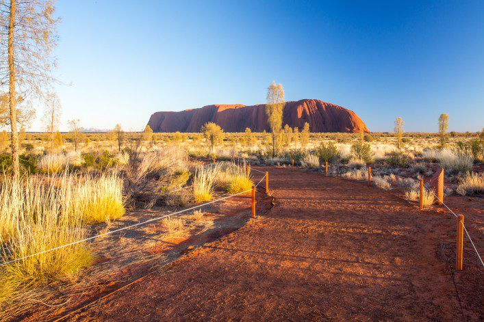 uluru-north-australia-shutterstock_361077098-copy-707×471