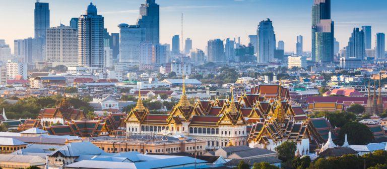 Sunrise with Grand Palace of Bangkok, Thailand_shutterstock_300284237