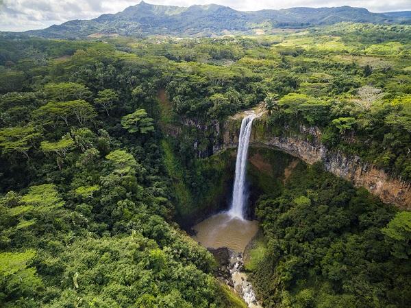Mauritius_Chamarel_waterfall_shutterstock_461824153_pix600