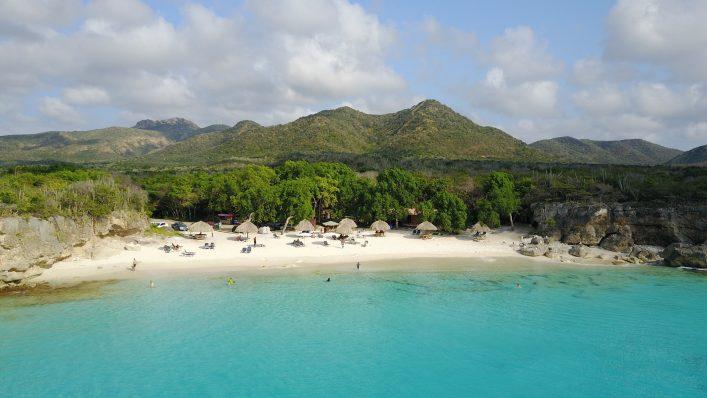 Het strand van Grote Knip op Curacao
