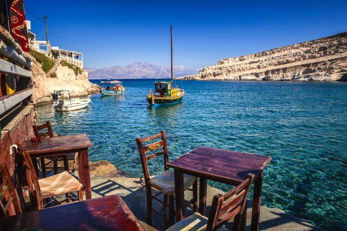 Restaurant-Terrasse in Matala, Kreta, Griechenland iStock_000031072306_Large-2
