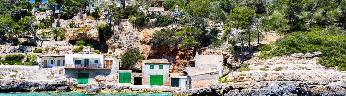 Cala Llombards – beautiful beach in bay of island Mallorca, Spain shutterstock_615112118-2 Kopie