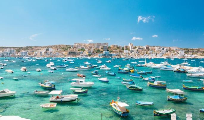 bootjes voor de kust van Malta
