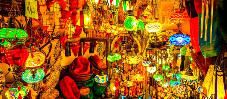 De kleurrijke markt in Marrakesh