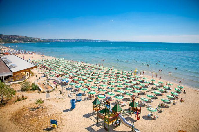 Het strand van Sunny Beach
