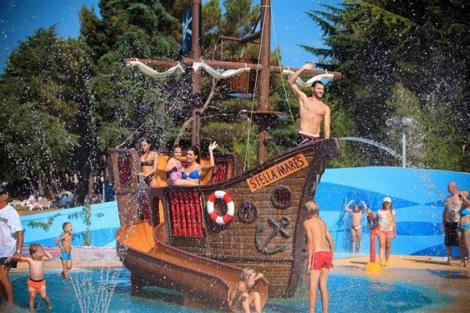 Het waterpark van het resort in Kroatie