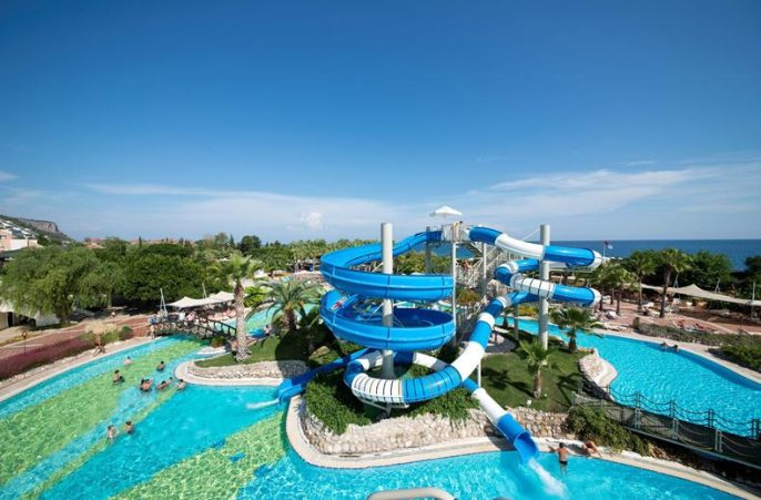 Zwembad bij Limak Limra hotel in Turkije