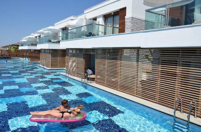 Zwembad bij TUI Sensimar Belek Hotel