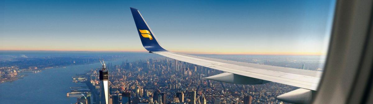 Icelandair vliegtuig over New York