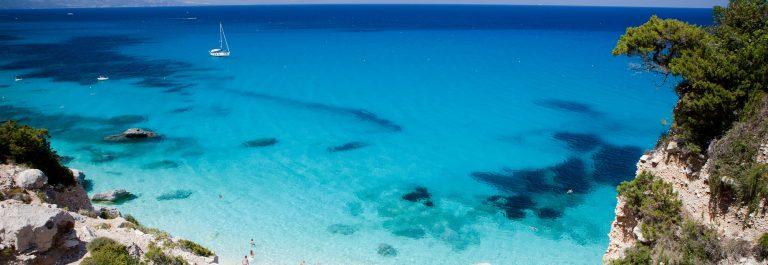 Zee bij Sardinië