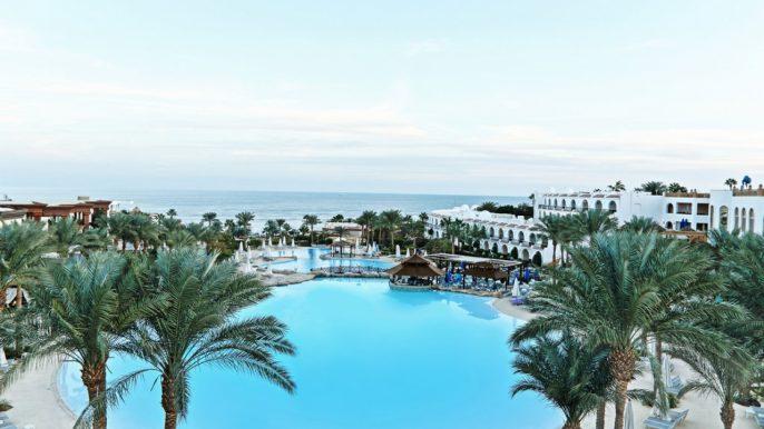 Zwembad bij Savoy Resort in Egypte