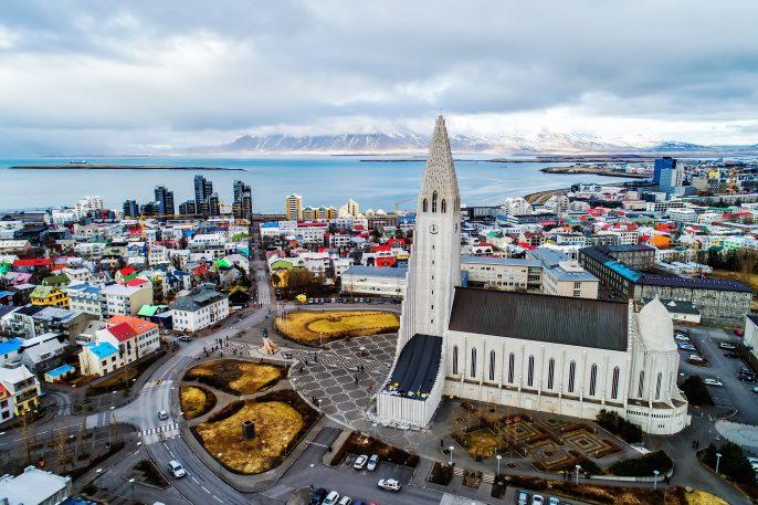 De skyline van Reykjavik