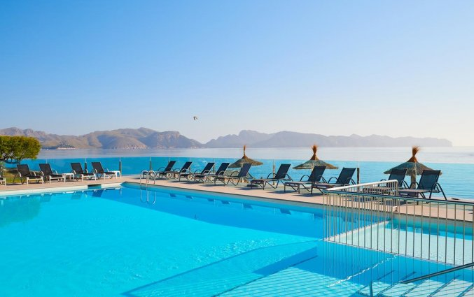Zwembad bij Hotel Moré