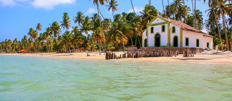 Strand in noordoostelijk Brazilie