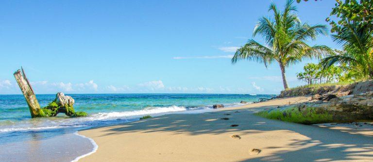 Strand bij Puerto Viejo, Costa Rica