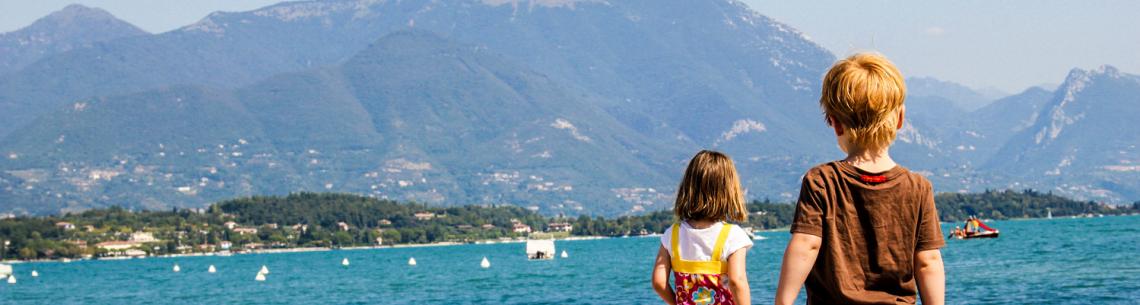 Kinderen op vakantie bij het Gardameer