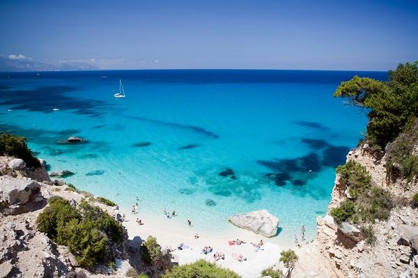 Een strand op Sardinie