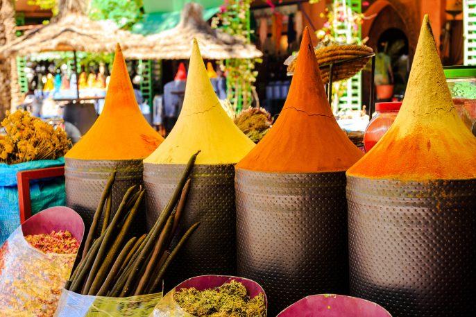 Marokkaanse kruiden op de markt in Marrakech