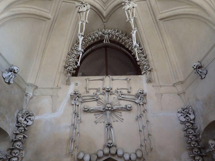 versieringen met botten in het Ossuarium