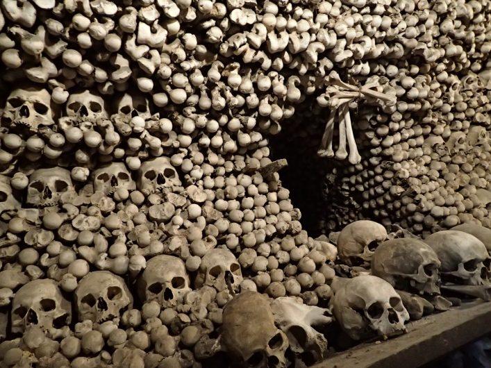 stapels botten in het Ossuarium