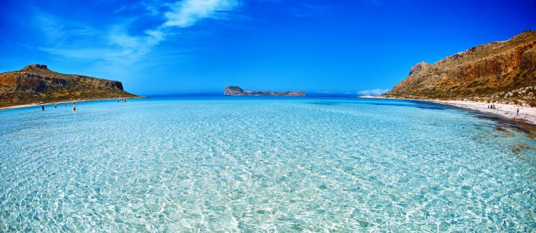 kreHelderblauwe zee in Kretaa