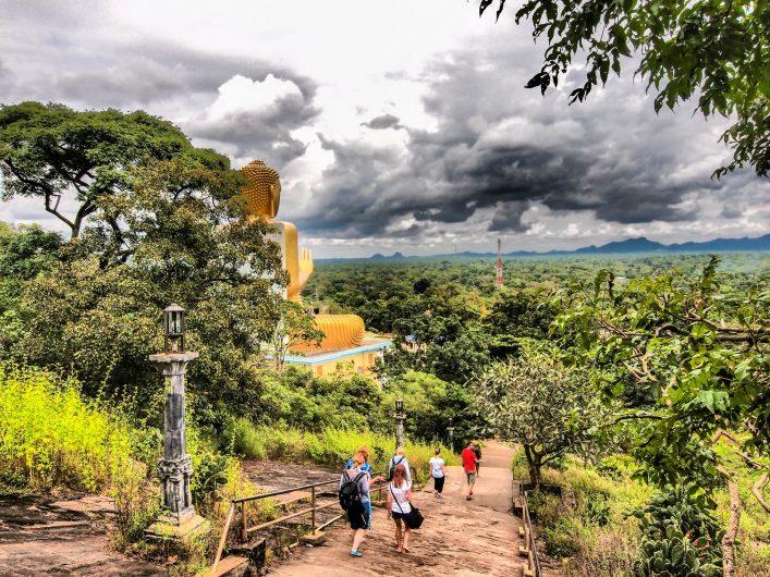 toeristen bij Dambulla