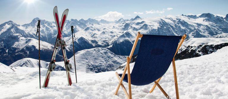 boven op de berg skien wintersport