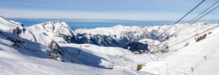 Mountain-landscape-in-Les-Deux-Alpes-French-Alps_shutterstock_158458058-Copy