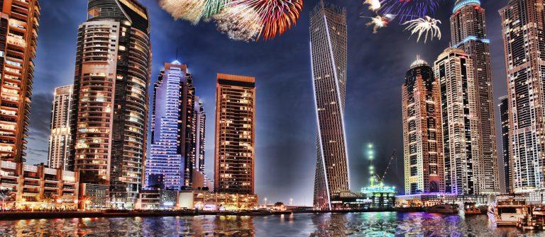 Vuurwerk in de haven van Dubai