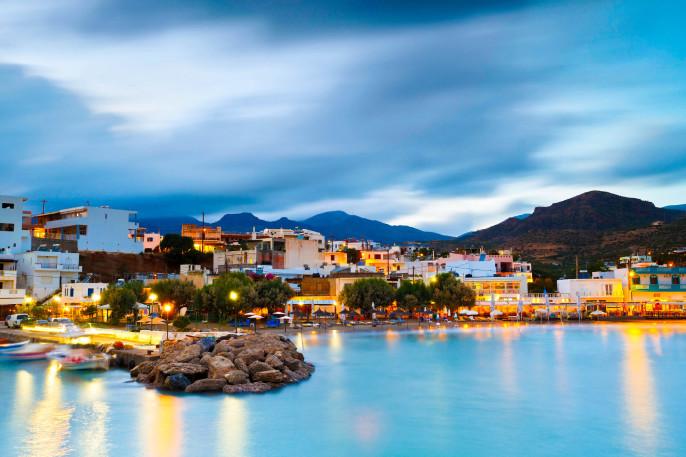 Kreta Night Harbour iStock_000078638209_Large-2