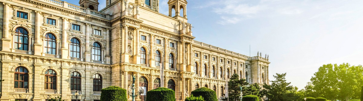 Wien Castle shutterstock_287595659-2