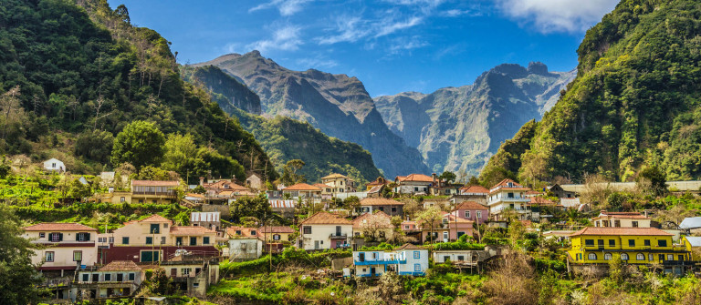 Rural Madeira – Parque Natural do Ribeiro Frio iStock_000061066294_Large-2