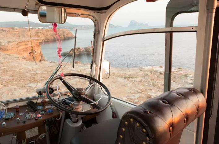 Historic-Motorhome-Ibiza-4-707x464