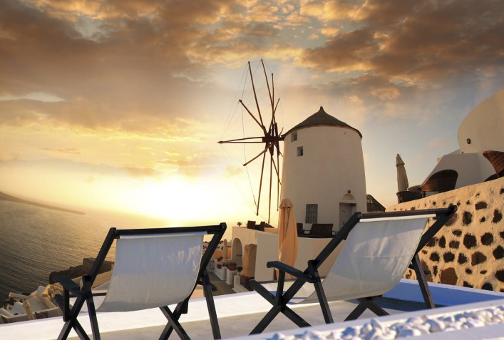 urlaubsguru.de_windmill-against-colorful-sunset-santorini-greece-istock_000057433510_large-707x477
