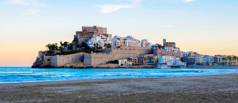 Vistas de Peñíscola desde la playa iStock_000086594951_Large-2