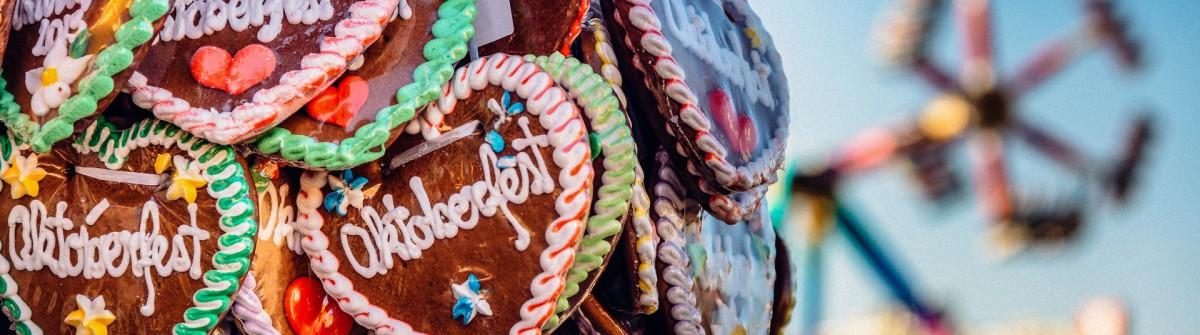 typical souvenir at the oktoberfest in munich – a gingerbread heart – lebkuchenherz shutterstock_290839331-2a