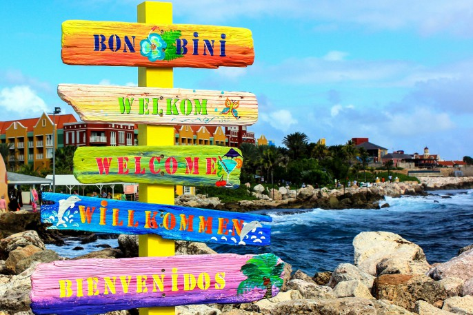 Welcome sign in Curacao shutterstock_169246706-2