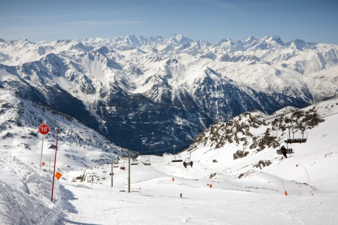 winter-alps-landscape-from-ski-resort-val-thorens-3-valleys_shutterstock_28565977-copy