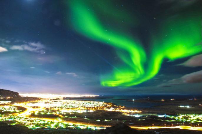 northern-lights-uber-reykjavik-island-istock_000034689888_large-2